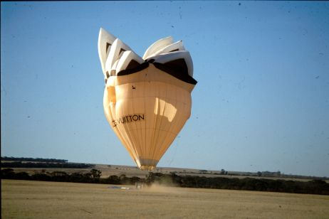 A hot air balloon shaped as the Sydney Opera House has come to a complete stop.