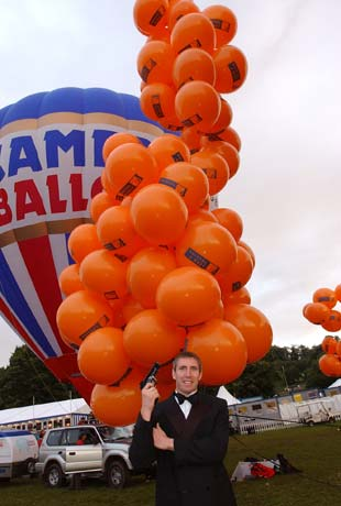 Mike Howard about to attempt to break a World altitude record using 200 toy helium balloons.